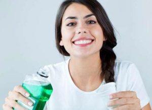 sử dụng nước súc miệng đúng cách, cách sử dụng nước súc miệng đúng cách, su dung nuoc suc mieng dung cach